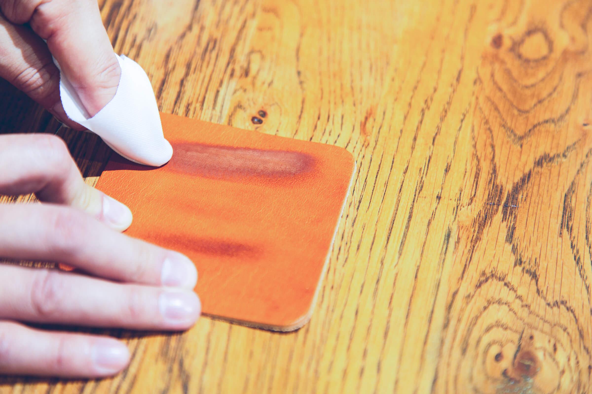 革の色落ち・色移りの原因と予防法